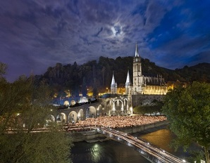 lourdes-procession-of-lights-shrines-of-europe
